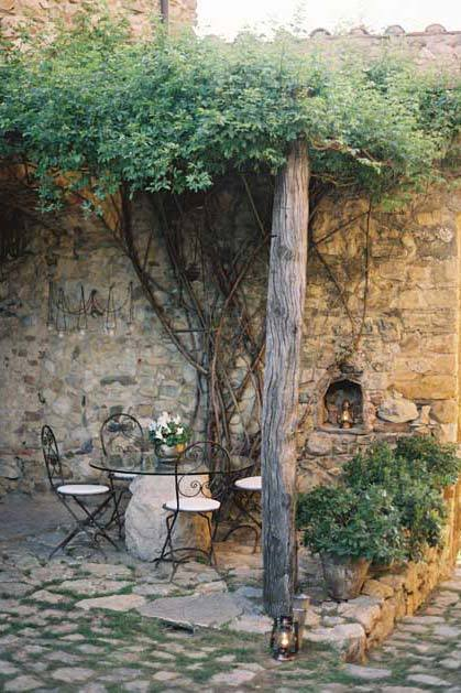 Gardens of Castello di Vicarello for destination weddings in Tuscany