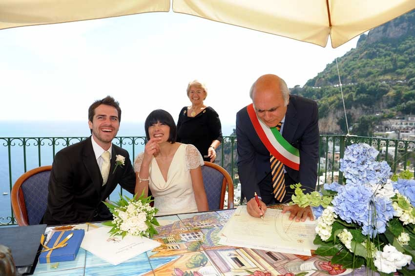 Civil wedding on panoramic terrace in Positano