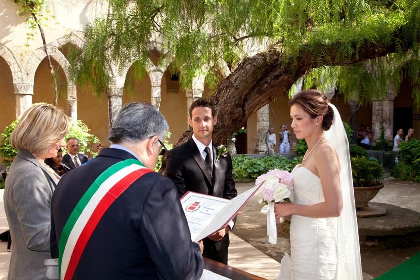 Civil ceremony in a cloister in Sorrento