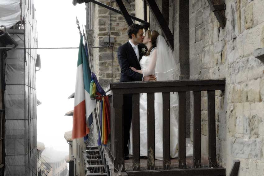 Cortona civil wedding in Tuscany
