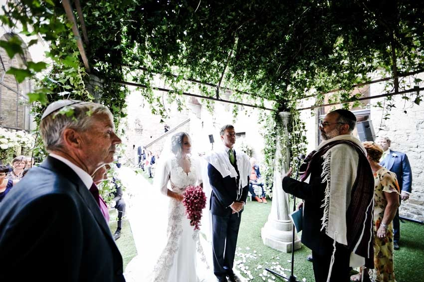Outdoor Jewish wedding in a castle near Florence
