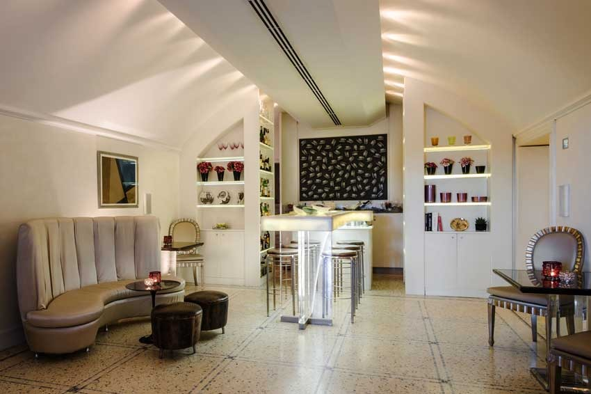 Lounge bar in Florence villa for weddings