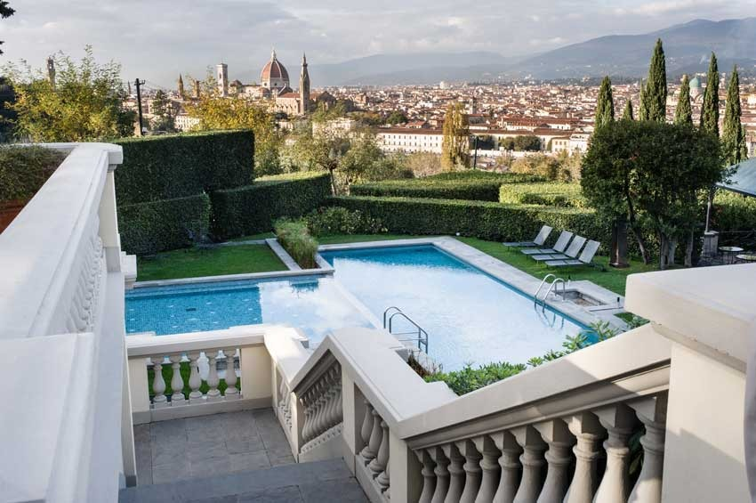 Florence Villa with pool for wedding receptions