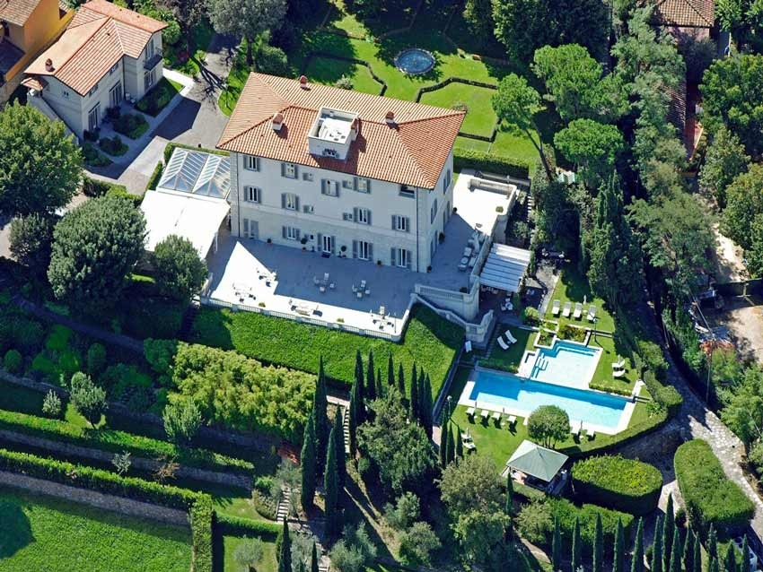 Villa for wedding receptions on the hills near Florence