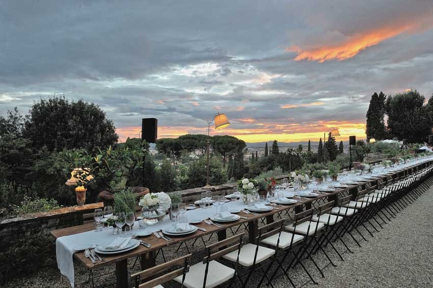 Outdoor wedding reception at Villa Le Fontanelle in Florence