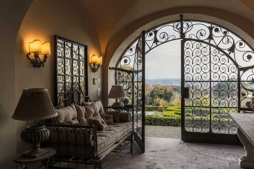 Interior of Villa Le Fontanelle for elegant weddings in Florence
