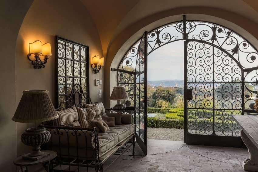 Interior of Villa Le Fontanelle for elegant weddings in Florence
