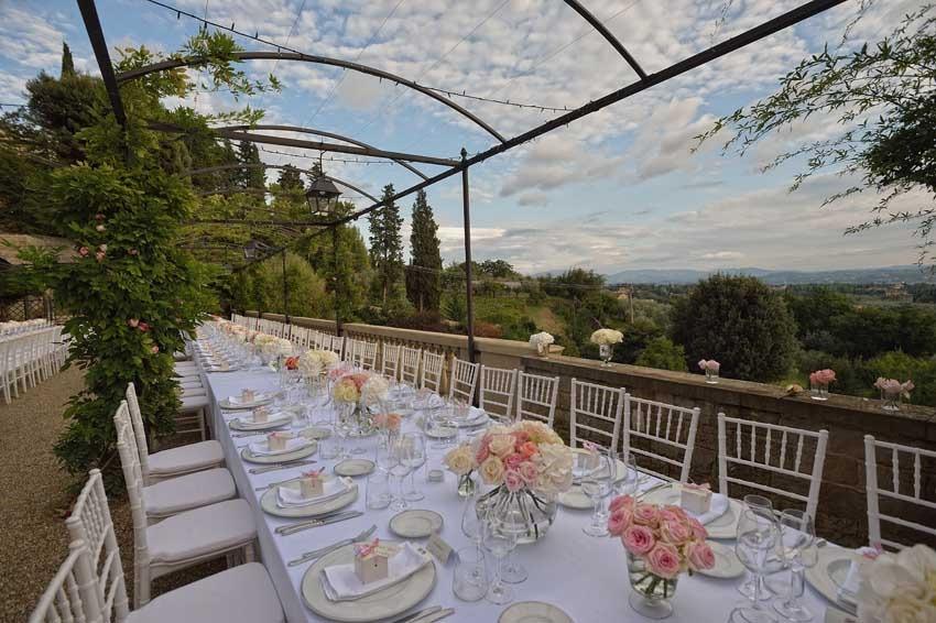 Outdoor wedding reception at Villa Le Fontanelle near Florence