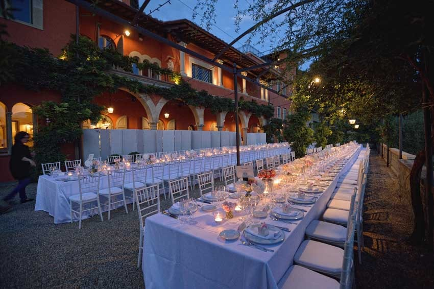 Outdoor wedding dinner at Villa Le Fontanelle near Florence