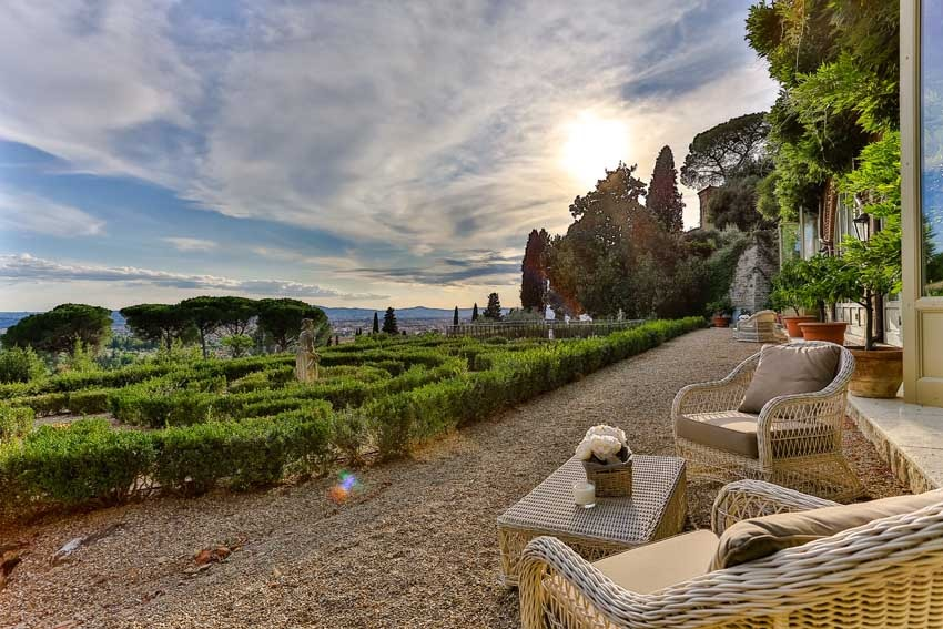 Gardens of Villa Le Fontanelle for destination weddings in Florence