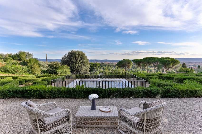 Gardens of Villa Le Fontanelle near Florence