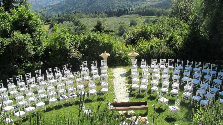 Outdoor wedding ceremony at Villa Montefiano in Tuscany