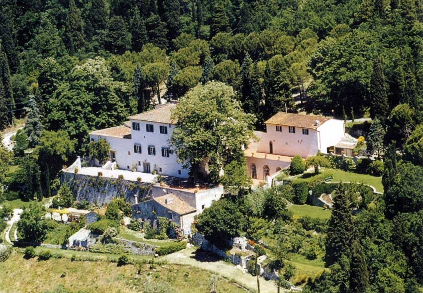 Aerial view of Villa Montefiano for country chic weddings in Florence