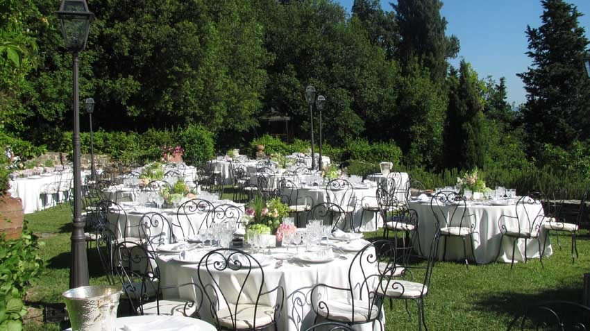 Garden reception at Villa Montefiano for country chic weddings in Florence