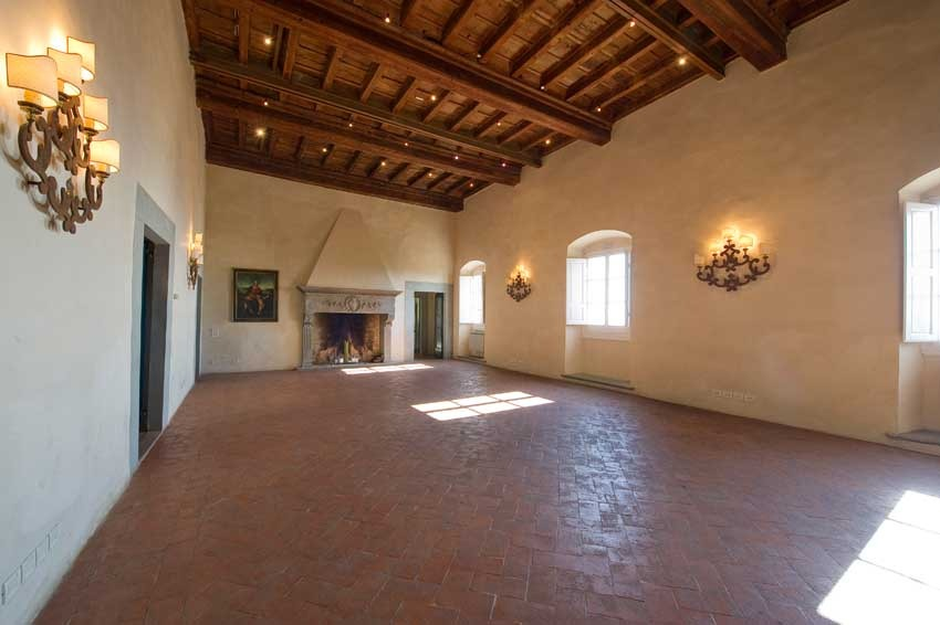 Hall of Villa Montefiano for wedding receptions near Florence