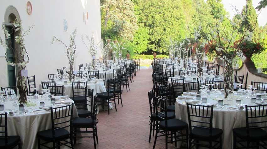 Wedding dinner on the terrace of Villa Montefiano near Florence