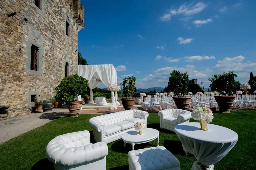 Outdoor wedding at Vincigliata Castle in Florence