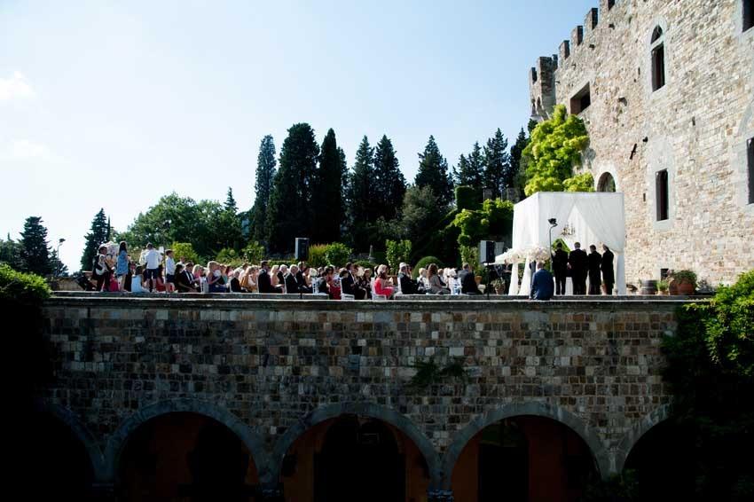 Outdoor wedding ceremony at Vincigliata Castle in Florence