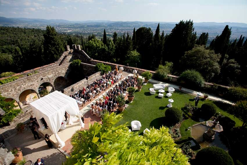Outdoor wedding ceremony at Vincigliata Castle in Florence