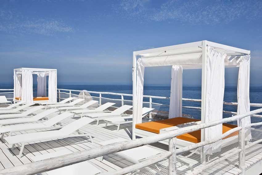 Terrace with seaview at Il Riccio restaurant in Capri