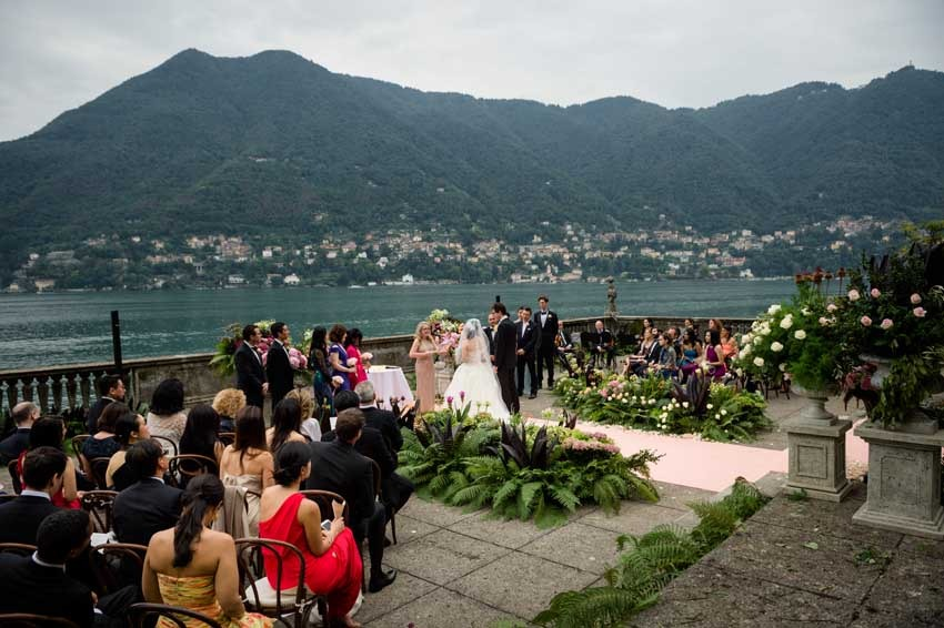 Outdoor wedding ceremony at Villa Pizzo on Lake Como