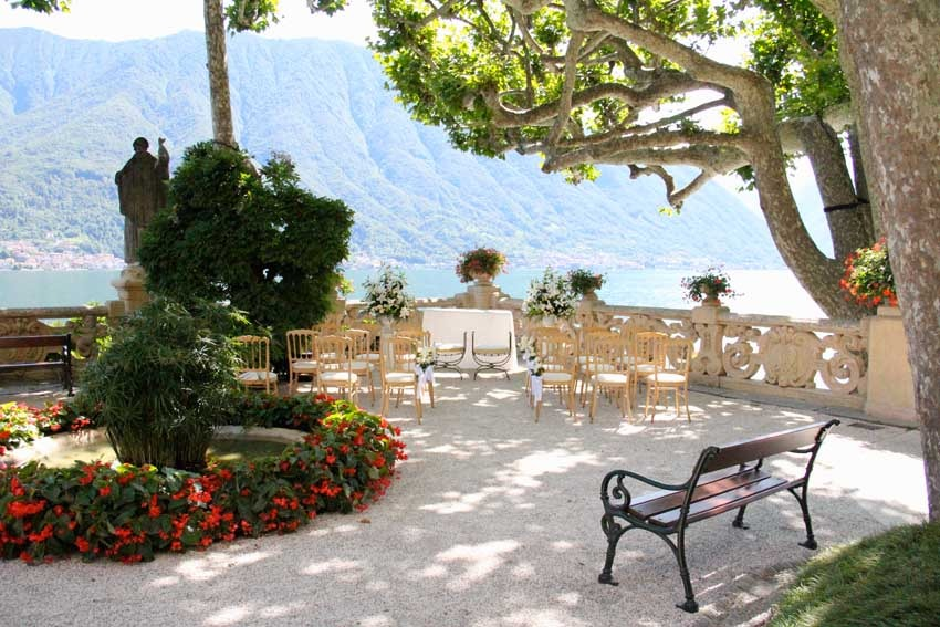 Outdoor wedding ceremony at Villa del Balbianello on Lake Como