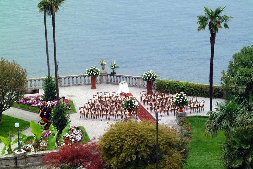 Outdoor wedding ceremony at Villa Serbelloni on Lake Como