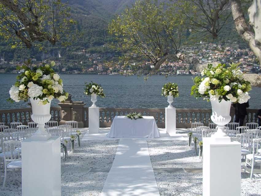 Outdoor wedding ceremony at Casta Diva Resort on Lake Como