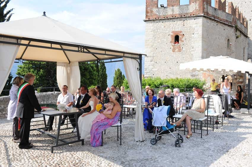 Outdoor Civil wedding in Malcesine on Lake Garda