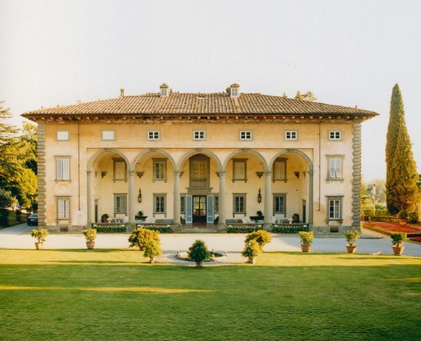Facade of Villa Oliva for Tuscany weddings in Lucca