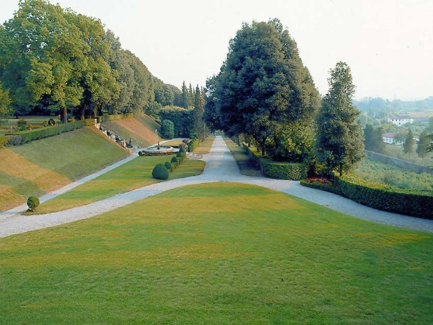 Park of Villa Oliva for Tuscany weddings in Lucca