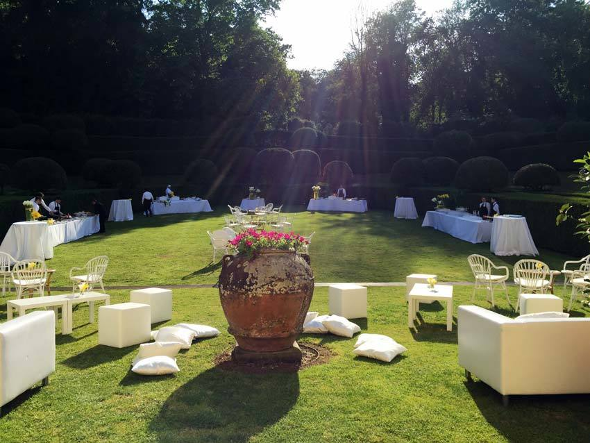 Wedding cocktail in the gardens of Villa Bernardini
