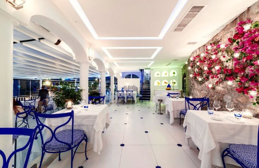 Banquet hall for wedding dinner in Positano