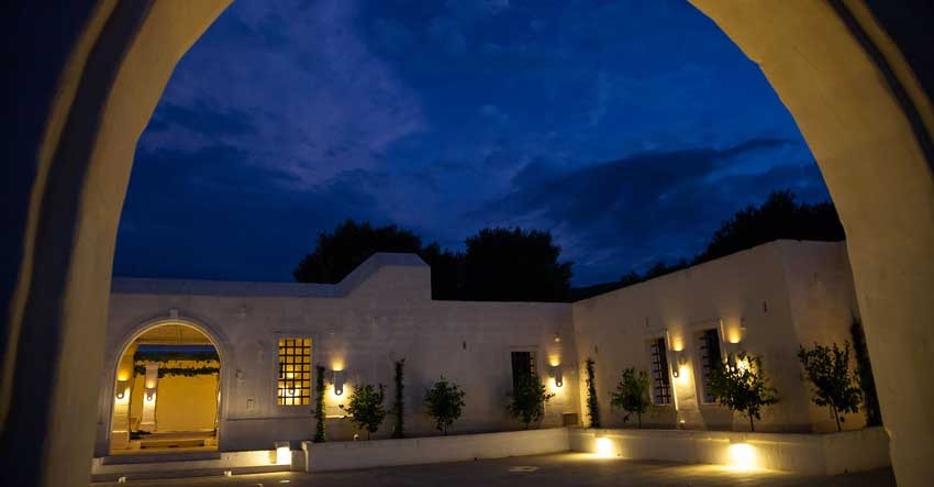 Courtyard of Masseria Le Carrube for weddings in Puglia