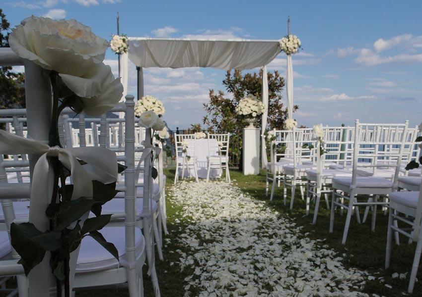 Outdoor wedding ceremony at Palazzo Avino in Ravello