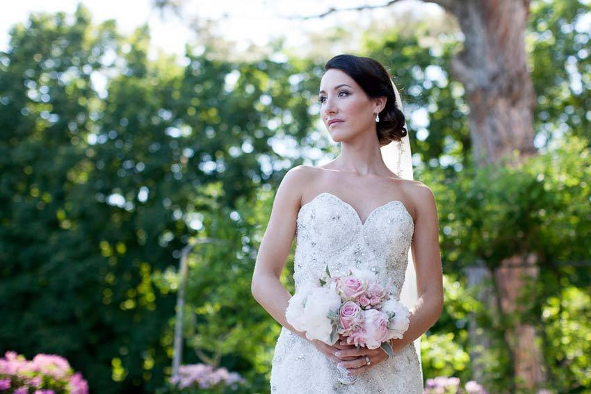 Bride in the gardens of Villa Cimbrone
