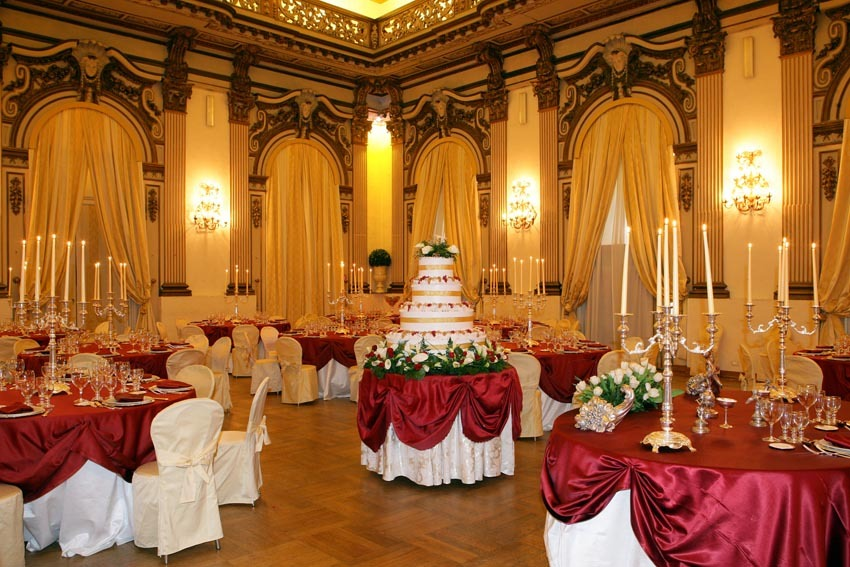 Wedding reception in the hall of Palazzo Brancaccio in Rome