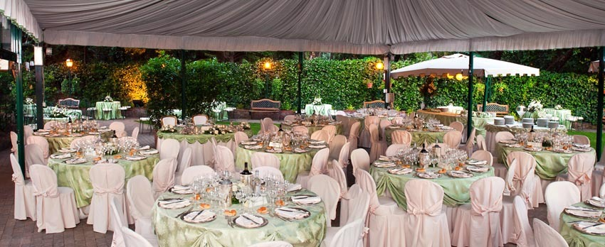 Outdoor wedding party at Palazzo Brancaccio in Rome
