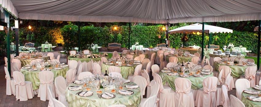 Outdoor wedding party at Palazzo Brancaccio in Rome