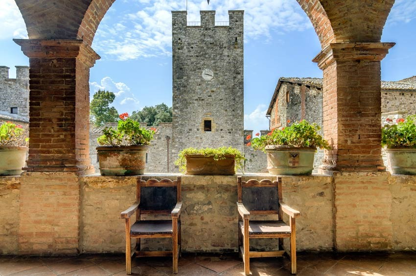 Terrace of Castello di Modanella for castle weddings in Siena Tuscany