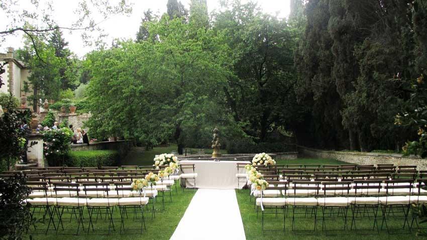 Outdoor wedding ceremony at Castello di Verrazzano in Tuscany