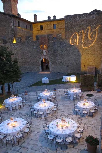 Wedding reception in the courtyard of Castello Banfi in Tuscany