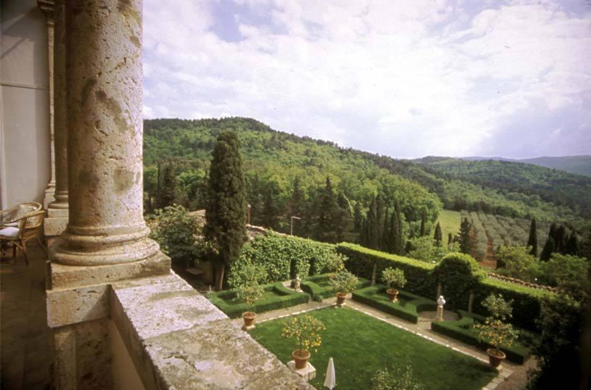 Gardens of Relais La Suvera for Tuscany weddings