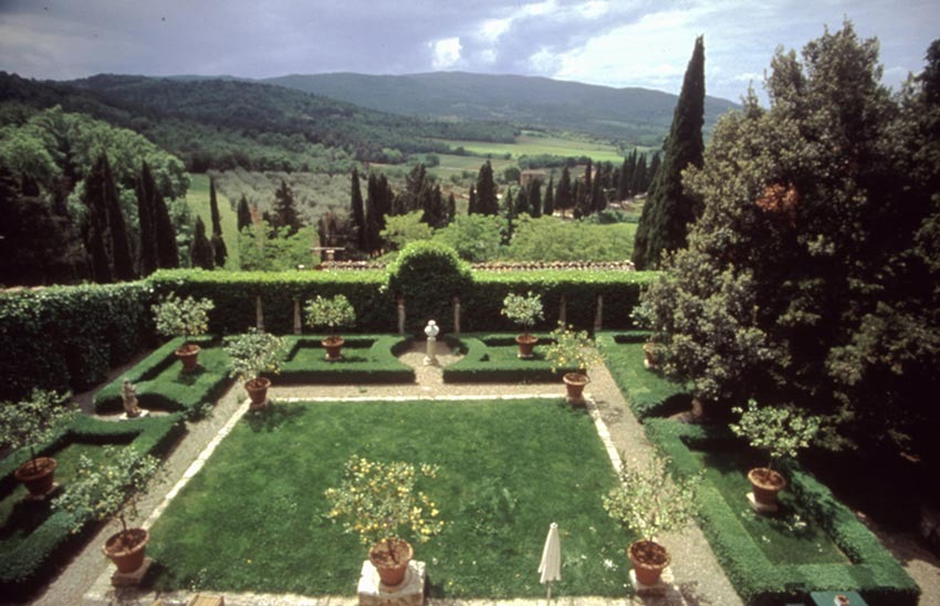 Lemon tree garden of Relais La Suvera for Tuscany weddings