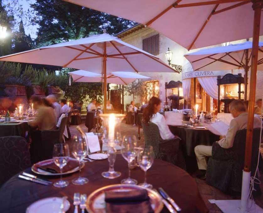 Restaurant of Relais La Suvera for Tuscany weddings