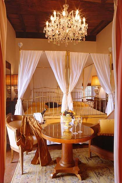 Suite of Relais La Suvera for weddings in Tuscany