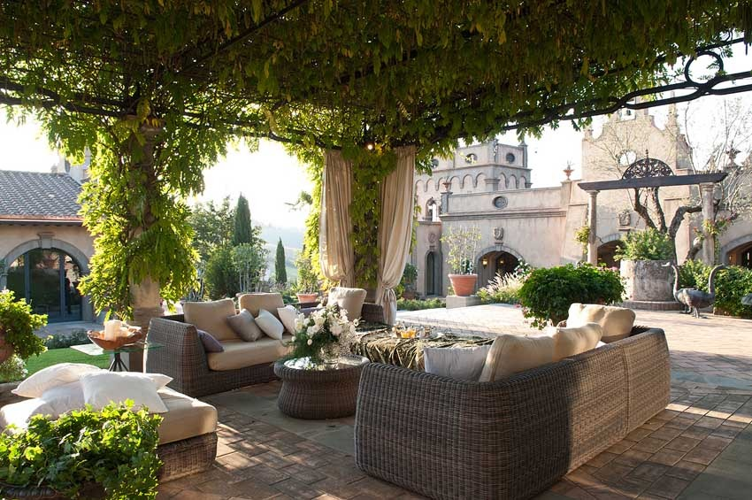 Lounge of Villa Corbinaia for weddings in Tuscany