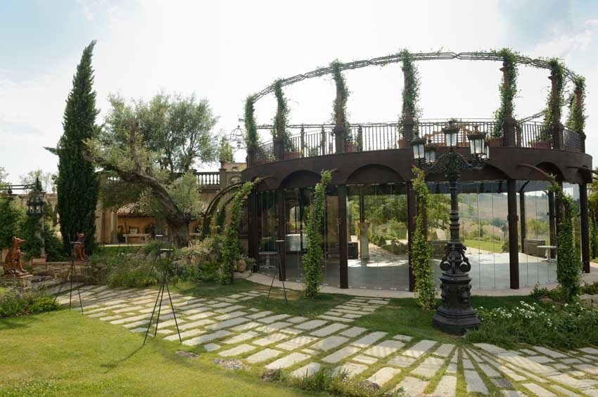 Pavilion of Villa Corbinaia for destination weddings in Tuscany