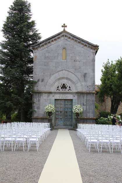 Outdoor wedding ceremony at Borgo San Felice near Siena