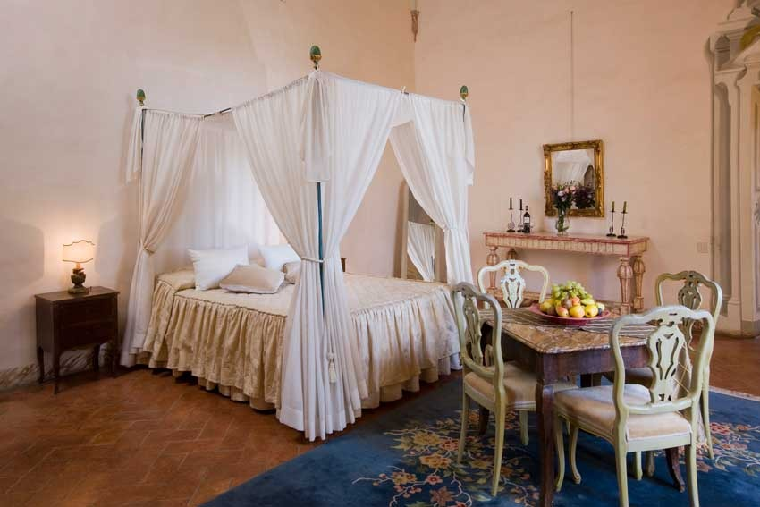 Room of Castello di Meleto for Tuscany weddings in Chianti